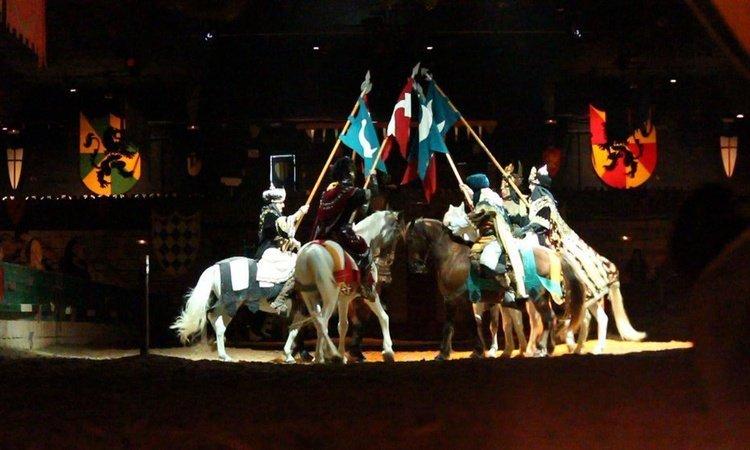 Presentaciones de Cargos Festeros Dîner-spectacle Desafío Medieval Alfas del Pi